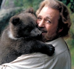 ESCAPE TO GRIZZLY MOUNTAIN, Dan Haggerty, 2000, ©MGM